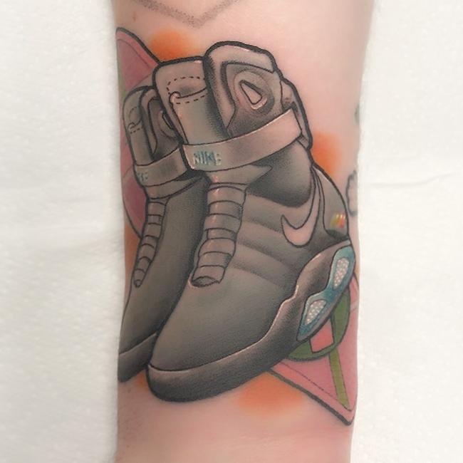 球鞋文身,Nike,Air Jordan  女鞋头为得到「天价狠鞋」付出惨痛代价!但每双都独一无二!