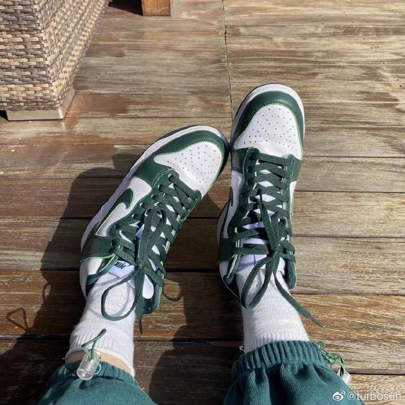 明星球鞋  一周明星上脚!2020 年最后的周末!最火的鞋竟然是这双!