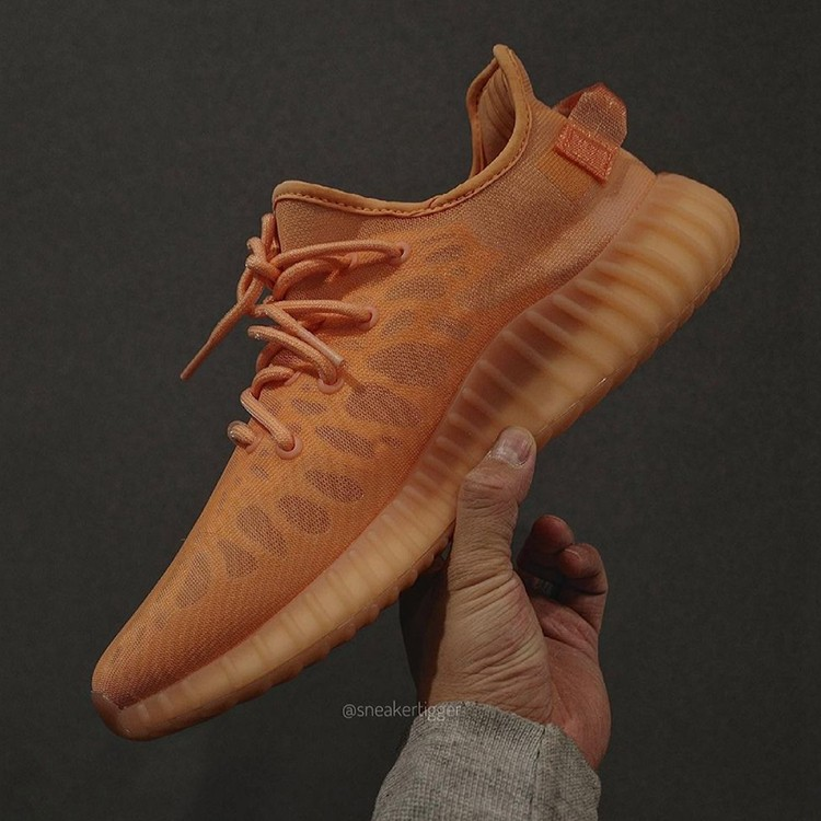 adidas,Yeezy Boost 350 v2,Mono  看上去还不赖!「全透火山橙」Yeezy 350 v2 实物曝光!