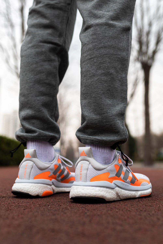Solar Boost,开箱,发售,Supernova,上脚  脚感不输顶级超跑!超厚 Boost 新鞋抢先上脚!前所未见的新设计!
