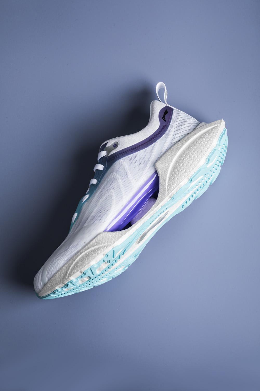 李宁,超轻 18,发售  国产鞋真滴良心!以前穿不起的「黑科技」价格腰斩!脚感轻到离谱!