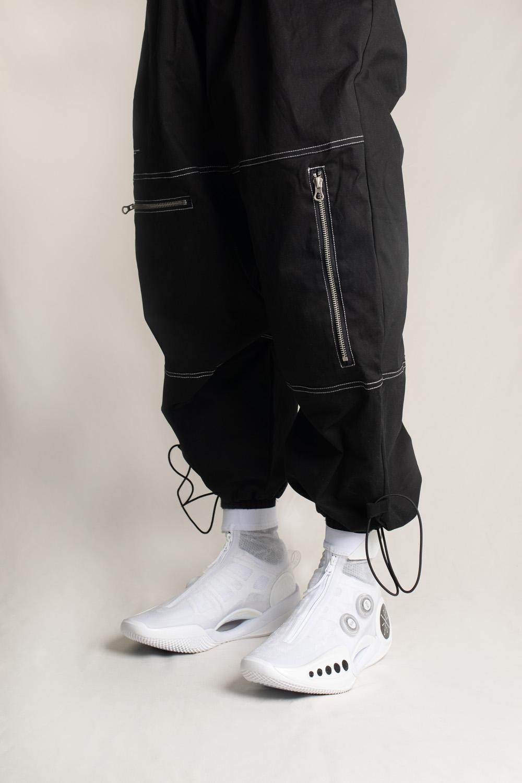 LINING,WOW9  今天仅需¥129!昨天都在问的这条「赛博风长裤」,有限量福利!