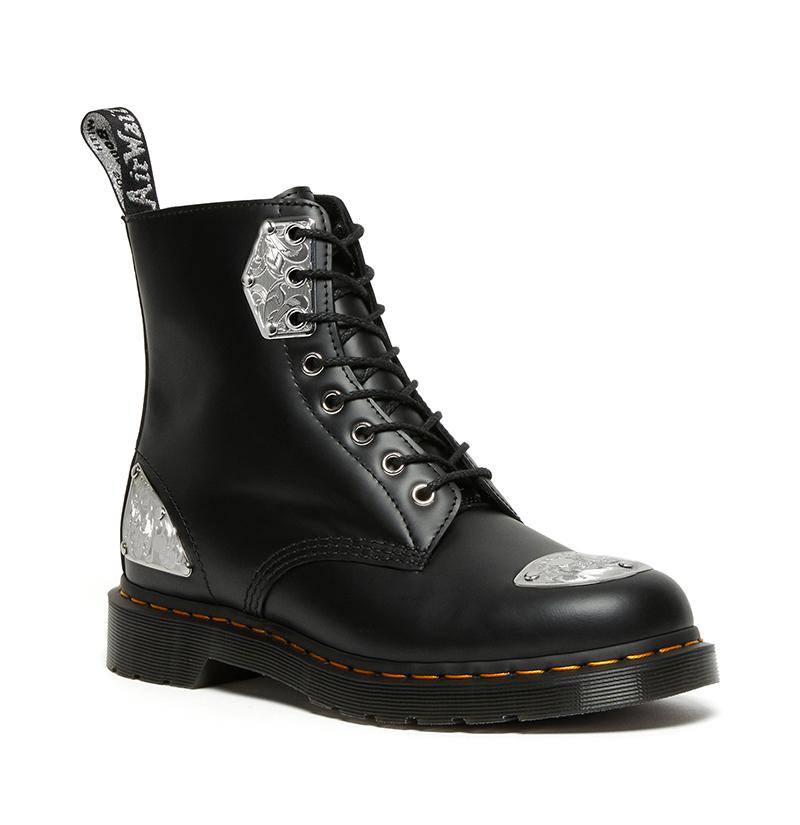 Dr. Martens  金属装饰太奢华!Dr. Martens 联名鞋想买的不只一双!