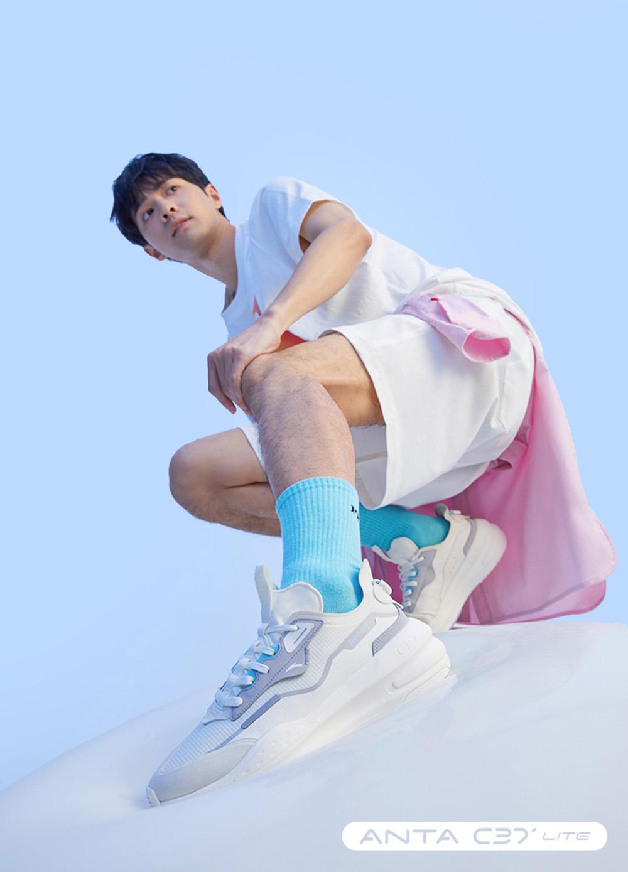 最低,¥,118,今年,「,最软,弹,、,最,凉爽,」,的,  最低 ¥118!今年「最软弹、最凉爽」的球鞋都在这!有一双明天补货!