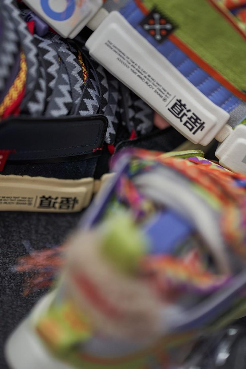 中国李宁,空山基,成龙  空山基合作、成龙联名!「中国李宁21秋冬潮流发布」谍照曝光!