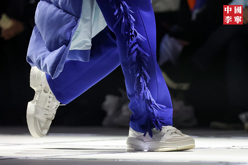 中国,李宁,从,2018,年,首次,登陆,「,纽约,时装,  十几双新鞋集中曝光!「中国李宁」大秀今天刷屏!还有成龙、空山基联名!