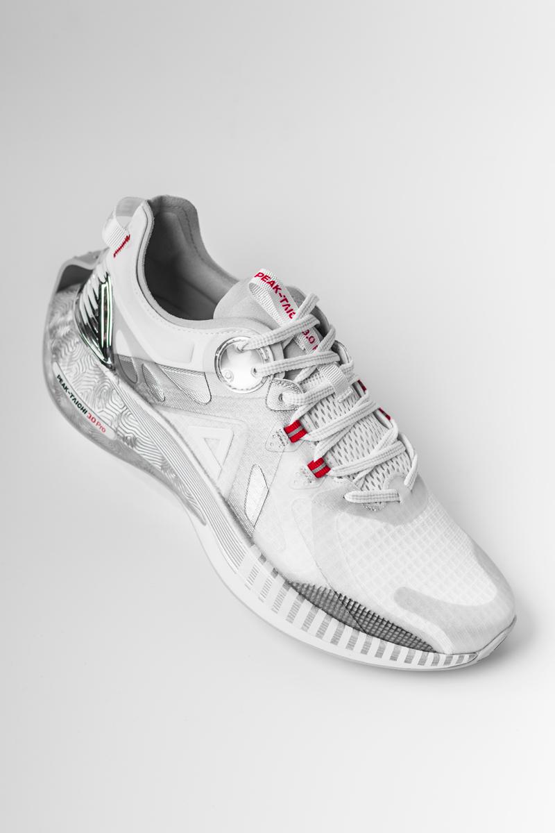 匹克,态极 3.0,态极 3.0 Pro,态极洞洞鞋,海尔兄  无数人口中的「极致软弹」!穿这些鞋真会把双脚惯坏!