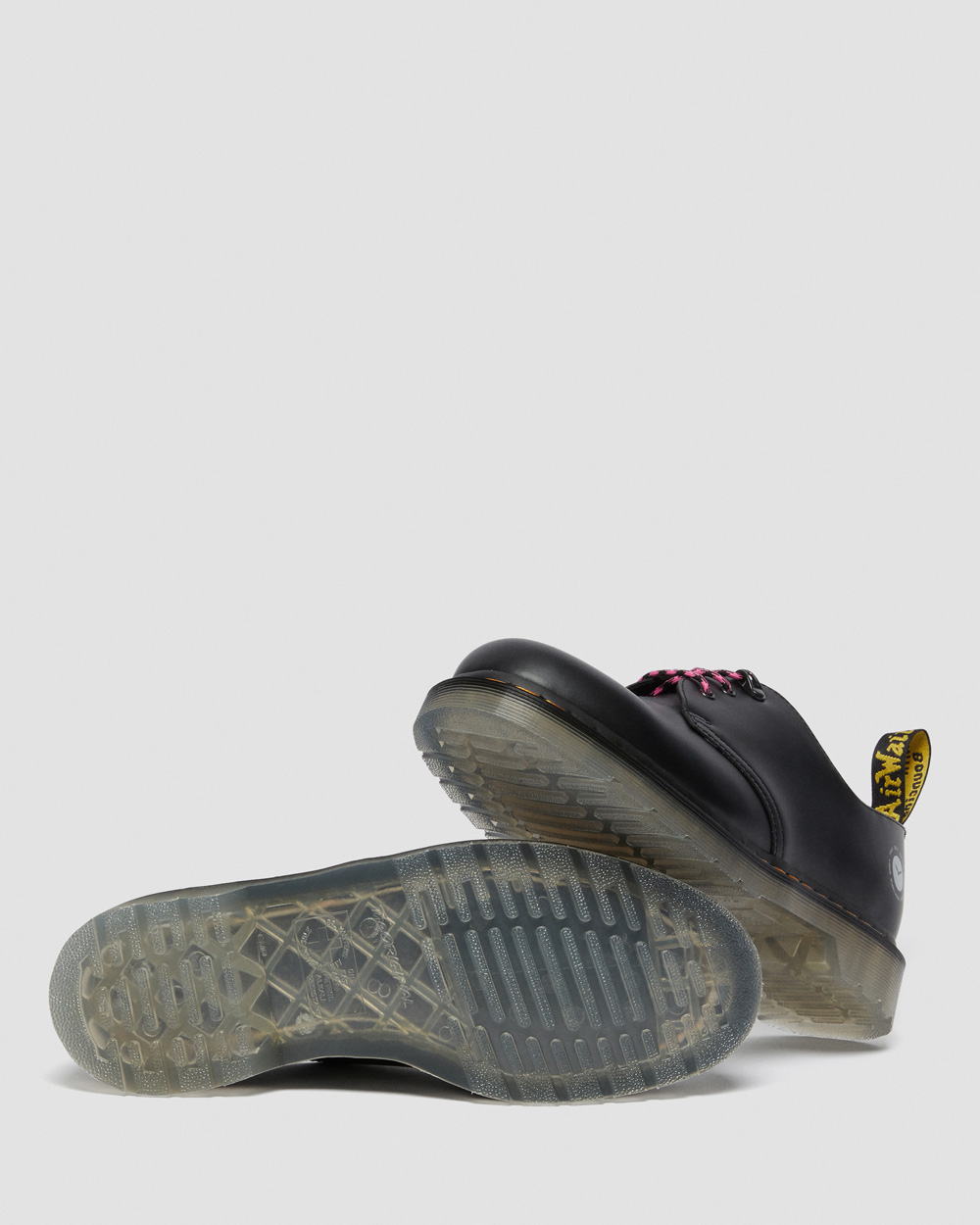 atmos,Dr. Martens,发售  atmos 联名新鞋本周发售!这次的鞋型可是难得一见!