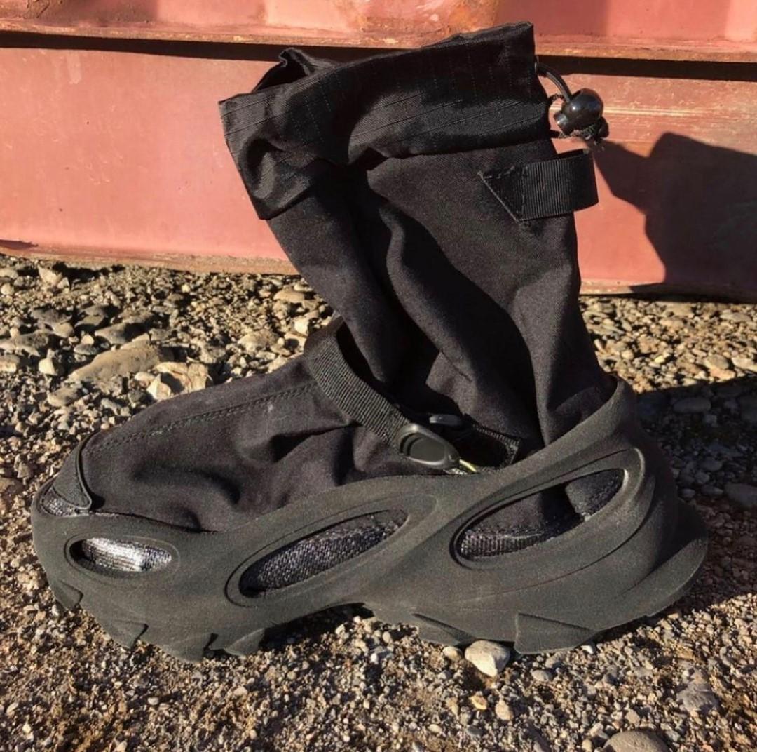 Yeezy  洞洞鞋 + 袜套设计!Yeezy 新鞋看一眼就爱了!