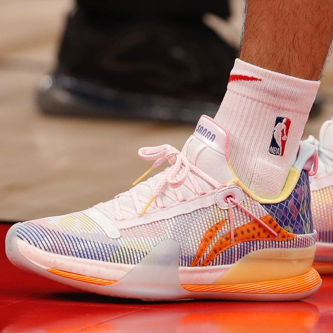NBA,上脚,拉赛尔,路威,范·乔丹  真气!宝藏 PE 配色怎么都被他穿了!NBA 上脚又看花眼!