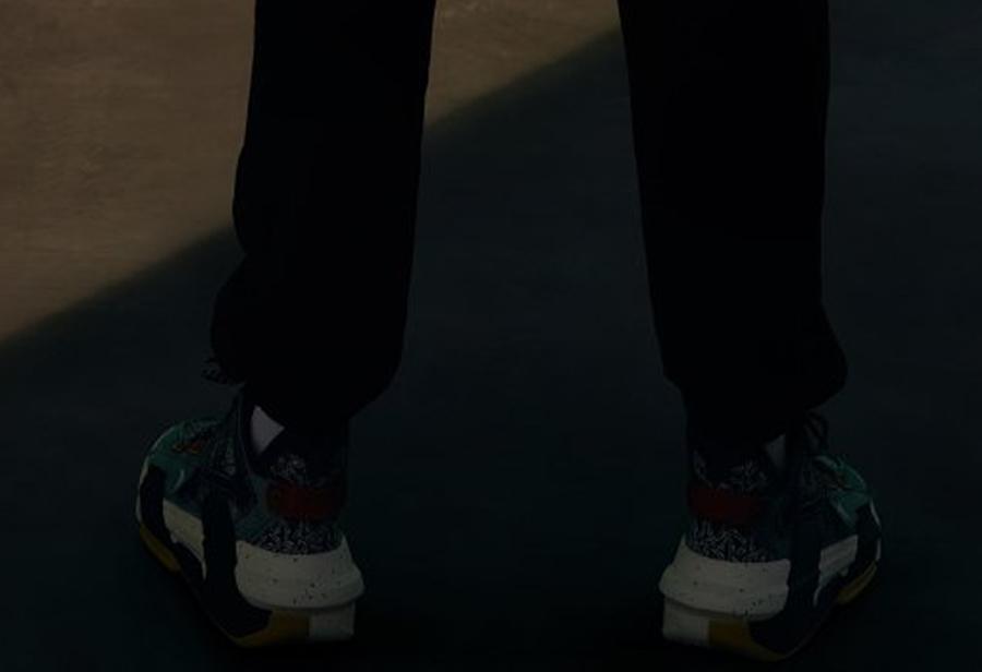 安踏,王一博  王一博同款曝光?!安踏代言人上脚神秘新鞋!