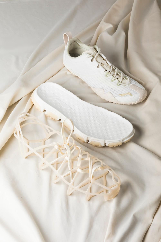 上脚,开箱,发售,Mix ACE,李宁  腿控福利!2000 万粉国民女神竟是隐藏鞋头!她这双鞋我等了整整十年!