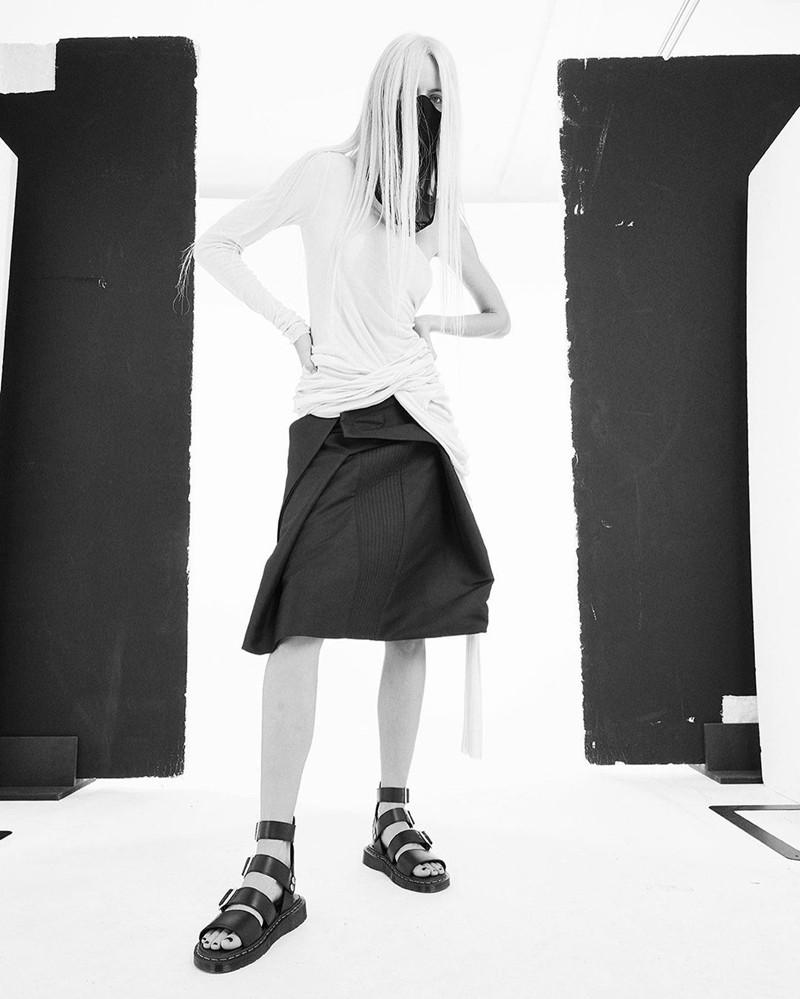 Dr.Martens,Rick Owens  欧阳娜娜都爱的「暗黑联名鞋」又来了!造型够惊艳!