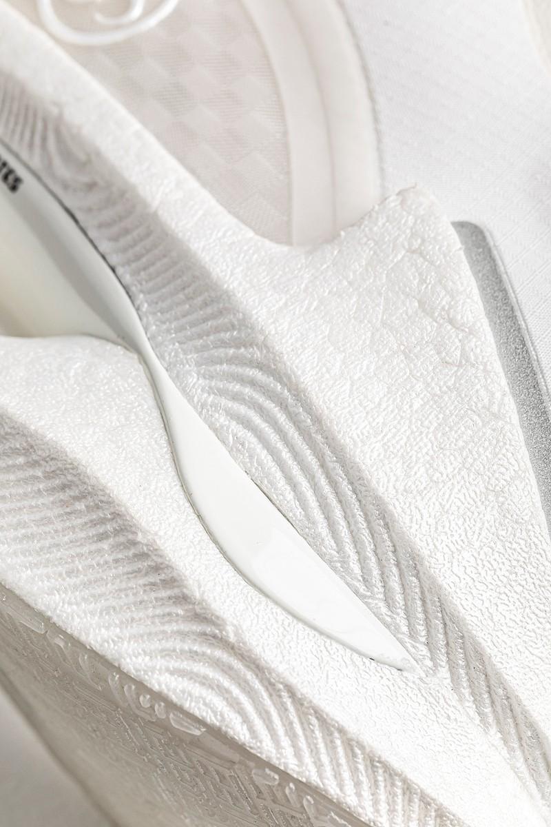 绝影,李宁,lining  全网首发开箱!顶级缓震、复古装扮、本月必抢!好狠的「小白鞋」!