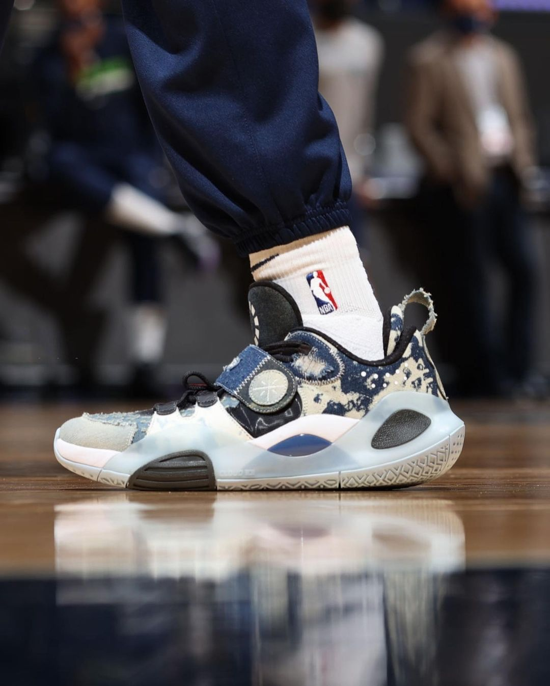 李宁,驭帅 14 䨻,迈阿密之夜,巴特勒,拉塞尔,戈登  终于盼来了!传闻本月发售的「顶级球鞋」!上代市价破 3 千!