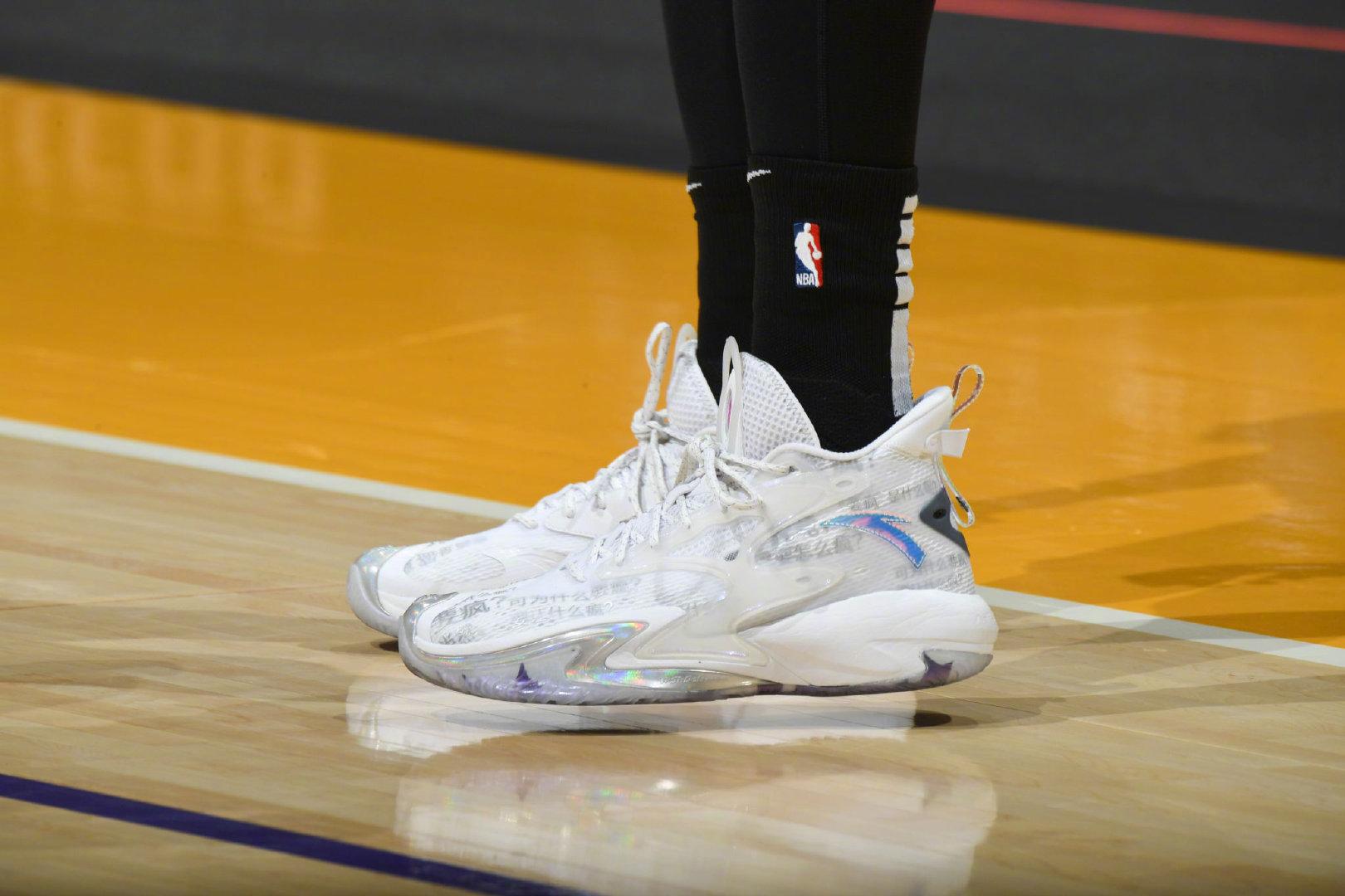 安踏,狂潮 3,发售  全新缓震 + 碳板!不少 NBA 球员都在穿这双鞋!悄悄上架!