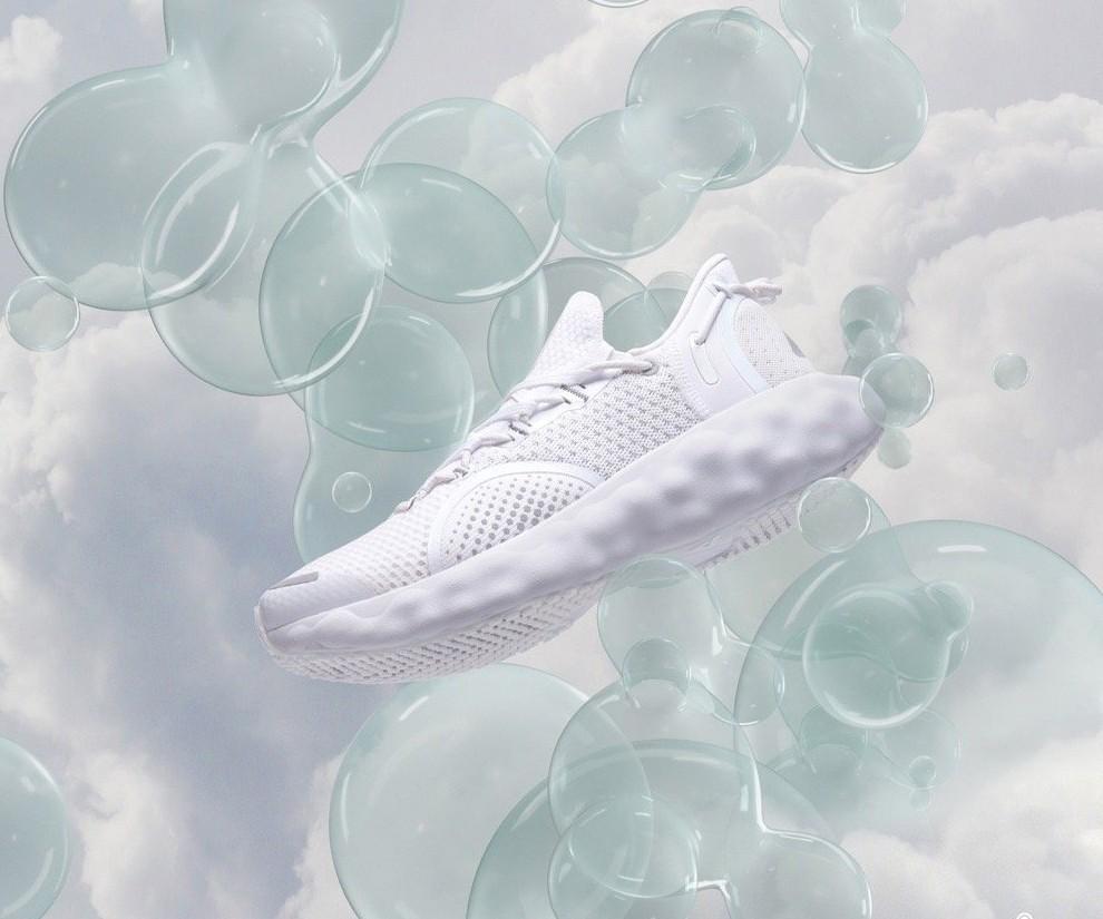 匹克,态极云,发售,明星  尼克·杨要签匹克?!他穿的这双态极新鞋可不一般!