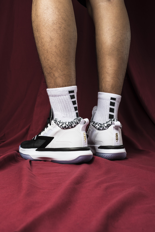 DA3129-002,Zion 1,Jordan  史无前例!身价上亿的「最强 00 后」!Jordan 都为他出专属球鞋!