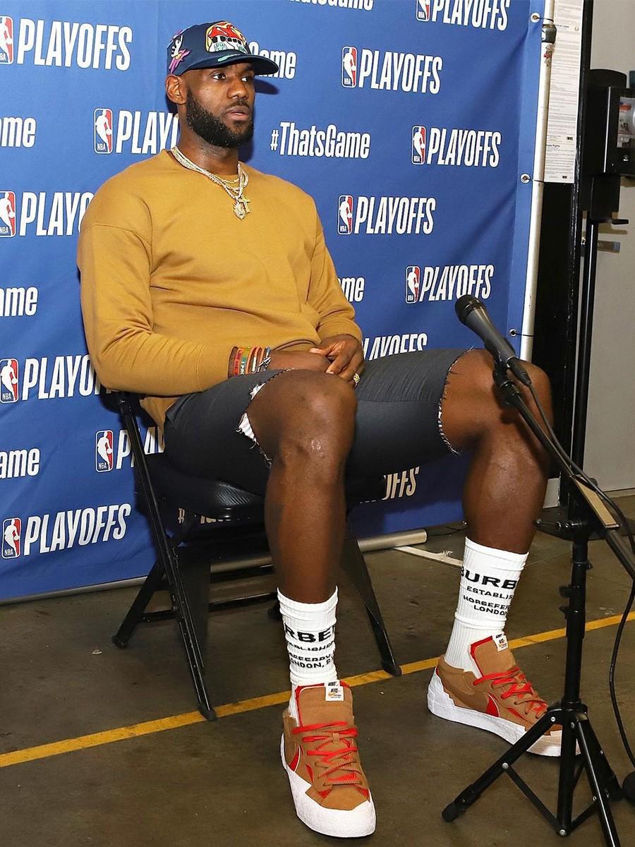 sacai,Nike,Blazer Low  棕红配色首次曝光!詹姆斯上脚全新 sacai x Blazer Low!