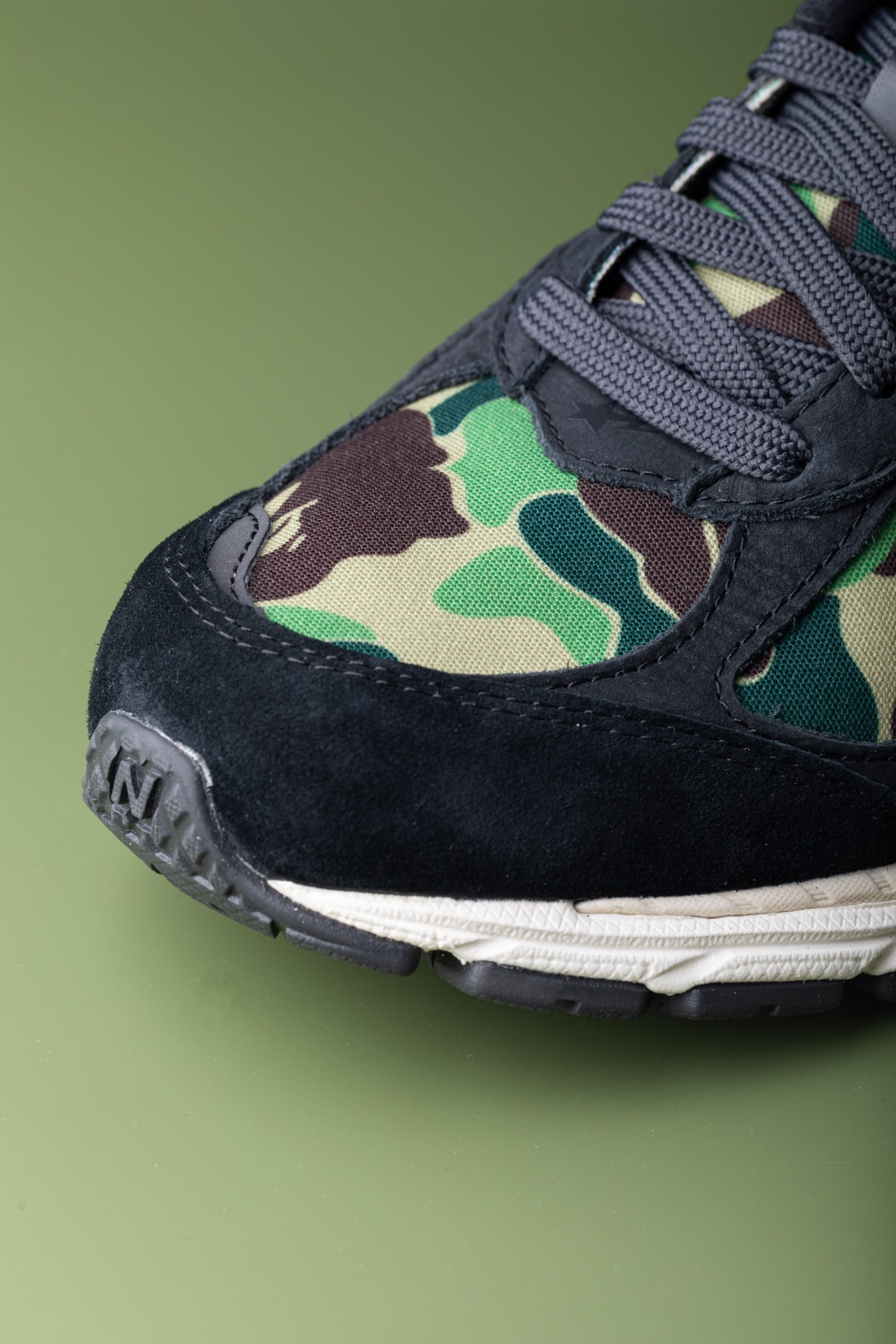 2002R,New Balance,BAPE  市价小 2 千!今年最「凶」的 New Balance 联名鞋刚刚发售!