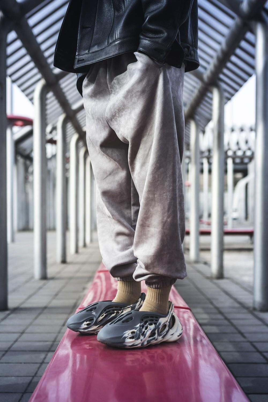 Yeezy,Foam Runner,MX Cream Cla  「奶油黏土」装扮!Yeezy 洞洞鞋新配色曝光!