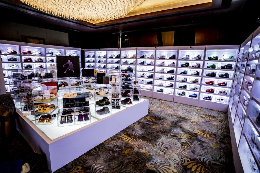 十,多万,的,「,康扣,」,AJ11,、,八万,白水泥,白,  十多万的「康扣」AJ11、八万的「白水泥」AJ3!「球鞋拍卖」又给我看傻了!