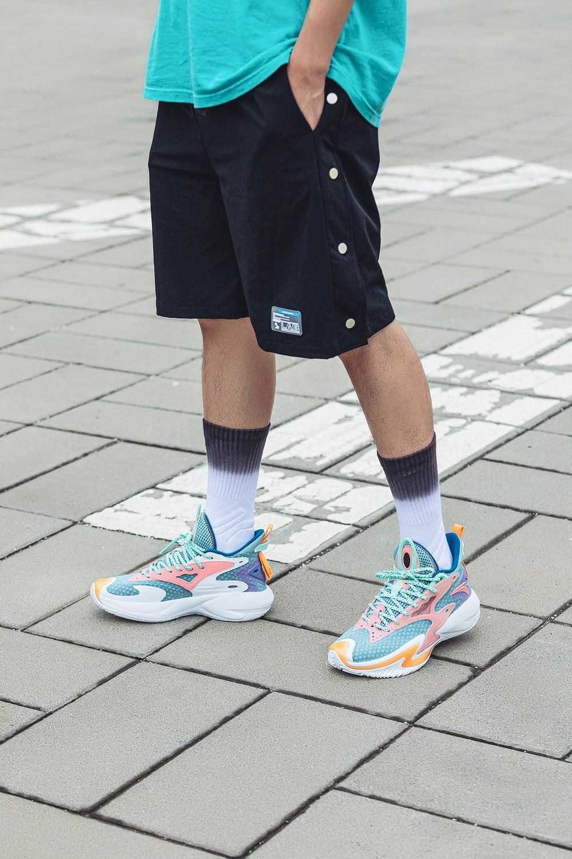 安踏,要疯 5.0,狂潮 3  这双鞋杀疯了!性价比高到离谱!网友:这是¥300 块就能买的鞋?!