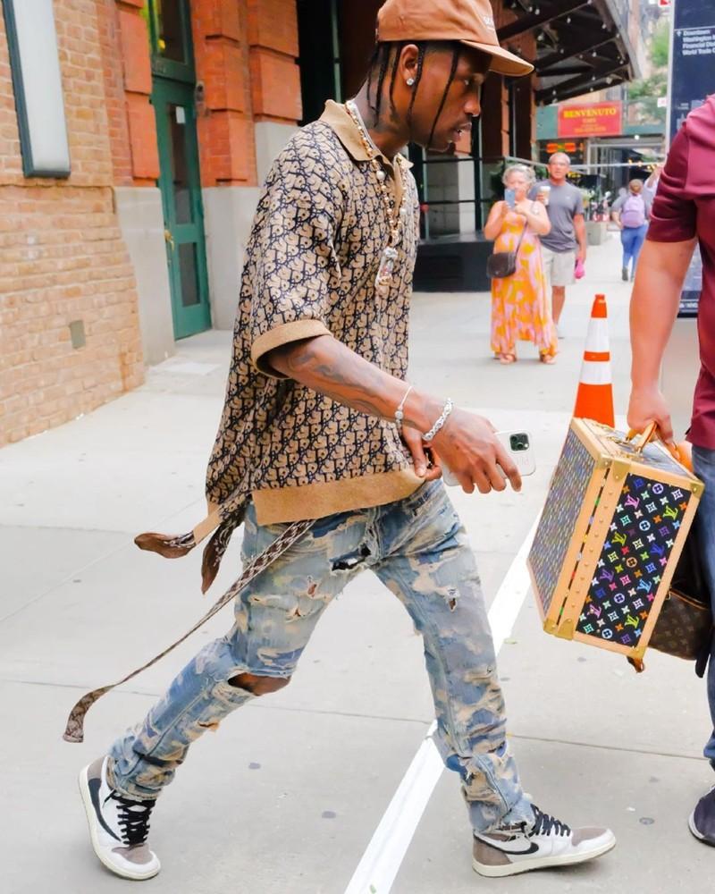 Travis Scott,Air Jordan 1,Dior  Travis Scott 再度带货 Dior 联名!但都比不过脚上的「新鞋」!