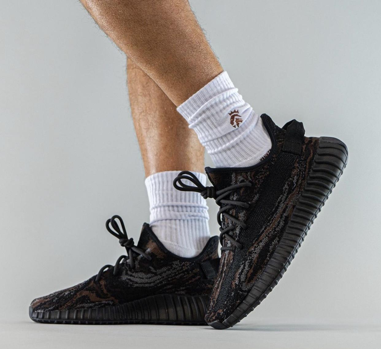 adidas,Yeezy,350 V2,MX Rock  上脚照曝光!全新大理石「黑天使」350 V2 将于 9 月发售!