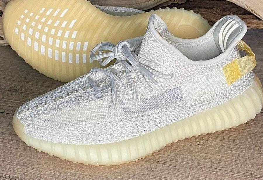 adidas,Yeezy Boost 350 V2,GY34  买一双顶两双!「纯白 2.0」Yeezy 350 V2 最新实物曝光!