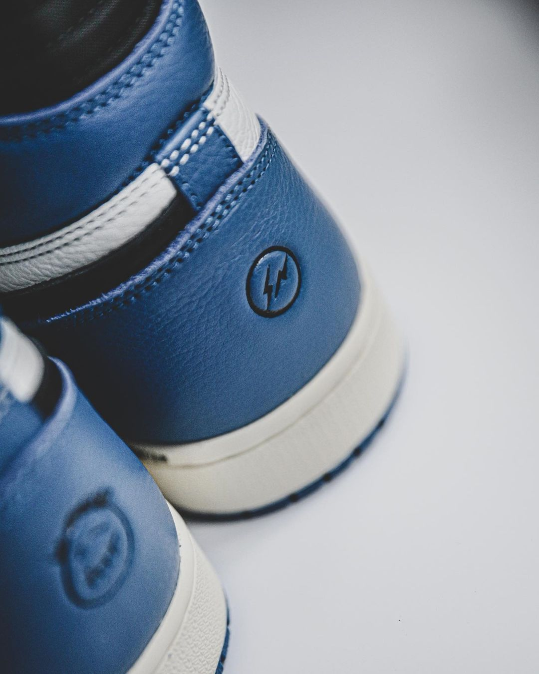 Nike,adidas,安踏,Yeezy,Travis Sc  耐克大战阿迪!八月 20 多双新鞋太猛!闪电倒钩 AJ1、Yeezy 大范围补货!