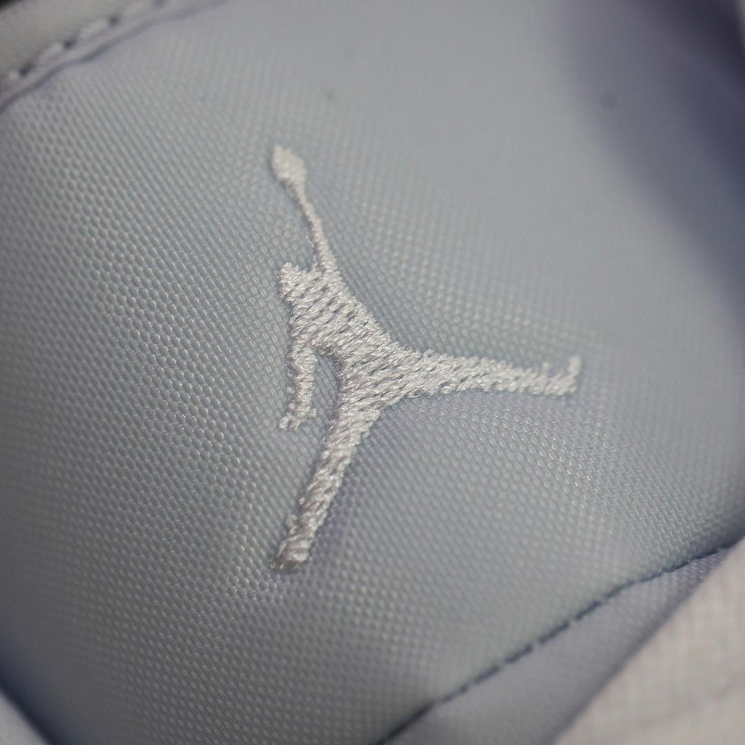 Jordan,AJ1,  大眼漫画 AJ1 实物曝光!还是鸳鸯鞋款!