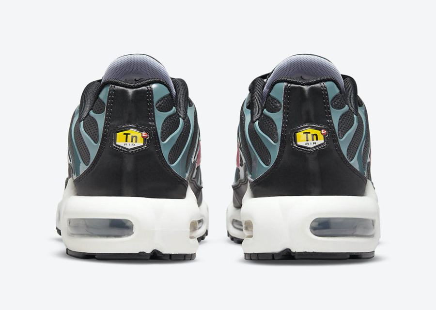 Nike,Air Max Plus,Black and Te  骚气红色 Mini Swoosh!Nike Air Max Plus 又出新配色!