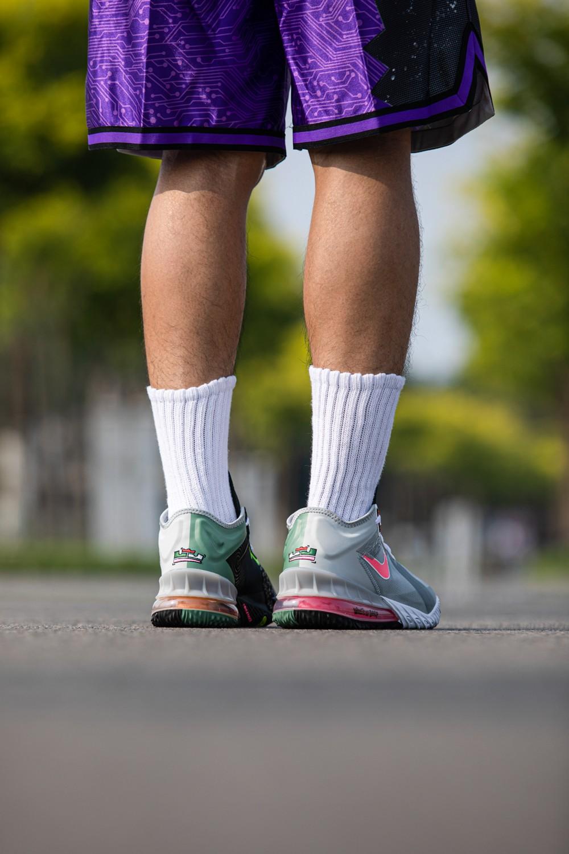 Nike,詹姆斯,Lebron 18 Low,大灌篮,兔八哥  耐克雪藏 25 年的「王炸球鞋」扎堆发售!每双都有特别彩蛋!