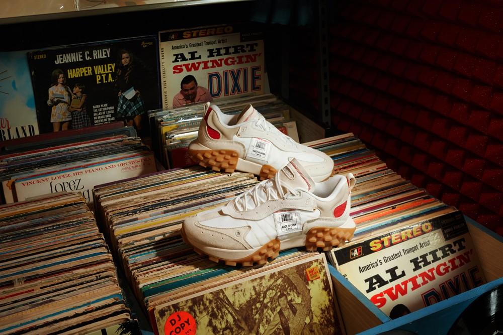 李宁,超轻 ACE,发售  这鞋底太夸张了!「潮流版」李宁超轻跑鞋刚刚上架!质感无敌!