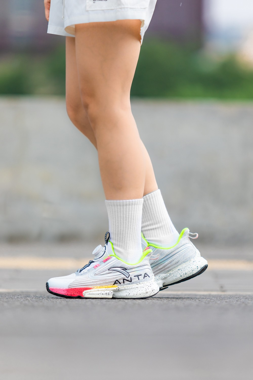 安踏儿童,惊涛,跑鞋,决胜中考  没想到吧!「考试神鞋」真被做出来了!网友:你开挂别人怎么玩?!