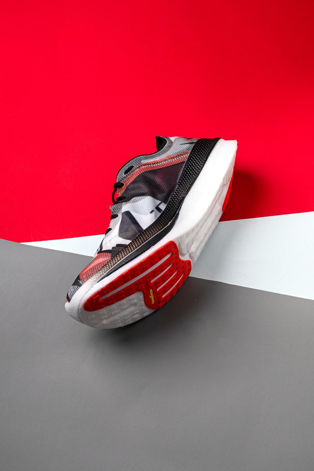 SKECHERS,SPEED FREEK,飞客  超大碳板 + 双层缓震!全新「顶配跑鞋」悄悄上架!
