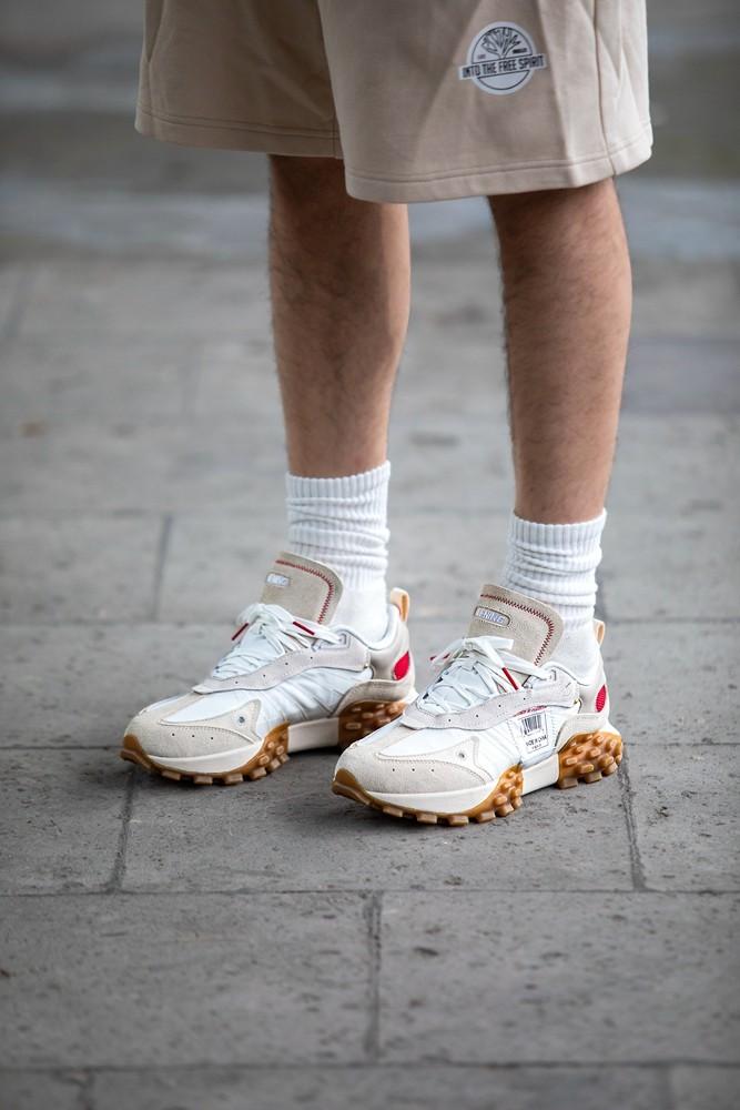超轻,李宁,超载  外底设计真夸张!潮流版「超轻」跑鞋悄悄上架!质感不输联名鞋!