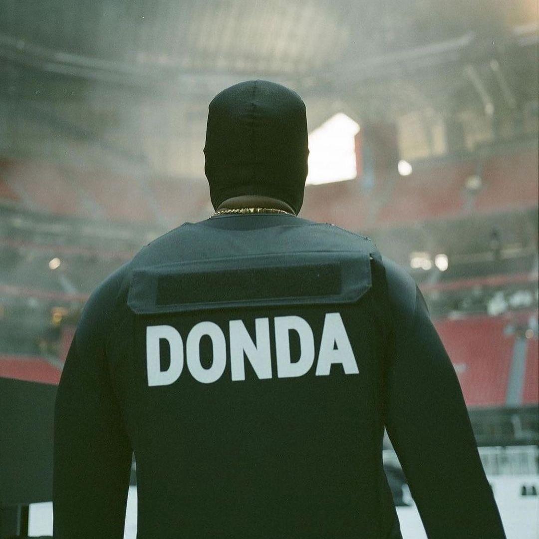 Kanye West,蟹江西,侃爷  鞋圈疯子「蟹江西」!万人演唱会一句不唱!48 分钟狂赚 2100W!会玩我只服他!