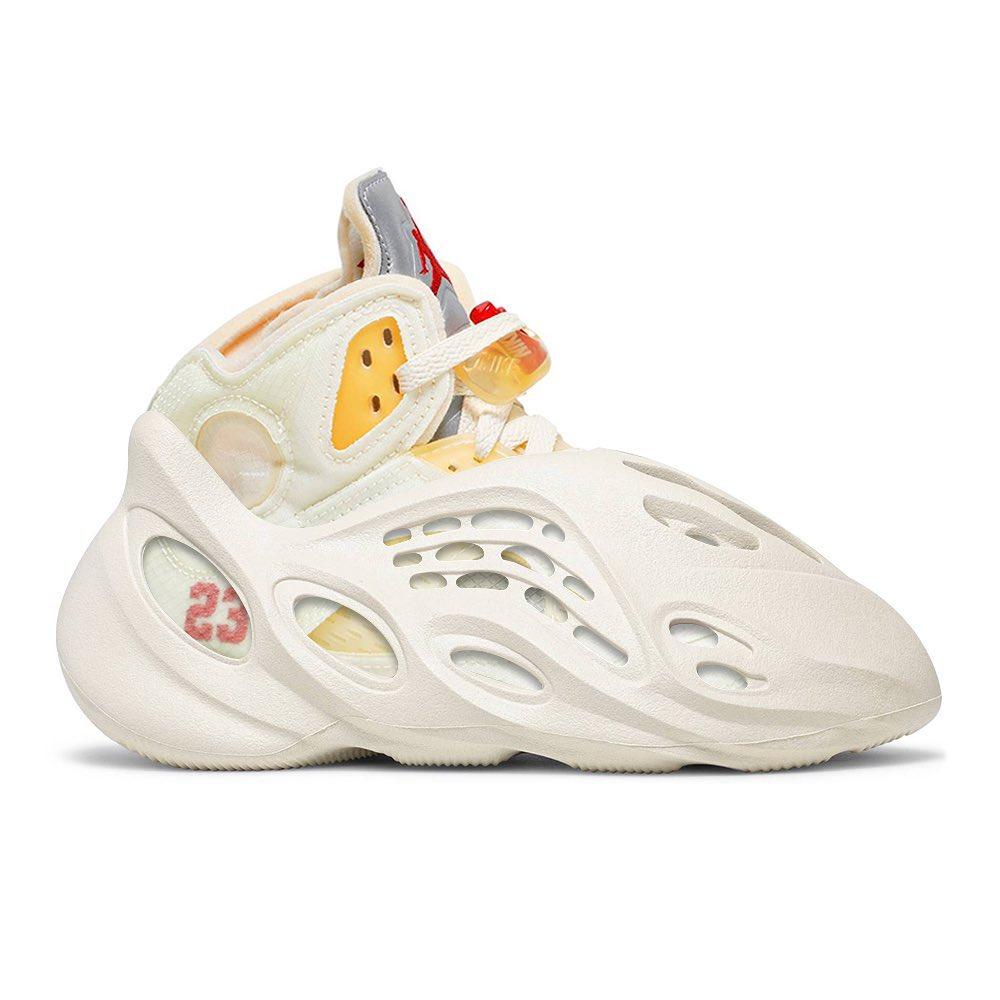 洞洞鞋,Yeezy,定制,The Shoe Surgeon  侃爷 yyds!Yeezy「洞洞鞋」套娃穿搭曝光!地表最强二合一球鞋!