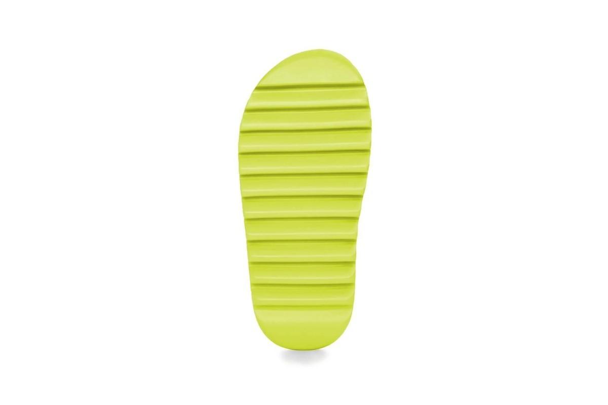 adidas,Yeezy Slide,Glow Green  侃爷又鸽了!除了《DONDA》跳票外,还有全新 Yeezy Slide!
