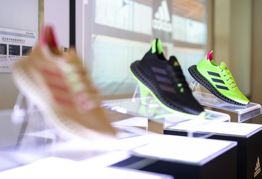 adidas,4DFWD,4DFWD PULSE  探索 4D 打印工厂!全新 adidas 4D 跑鞋现已发售!