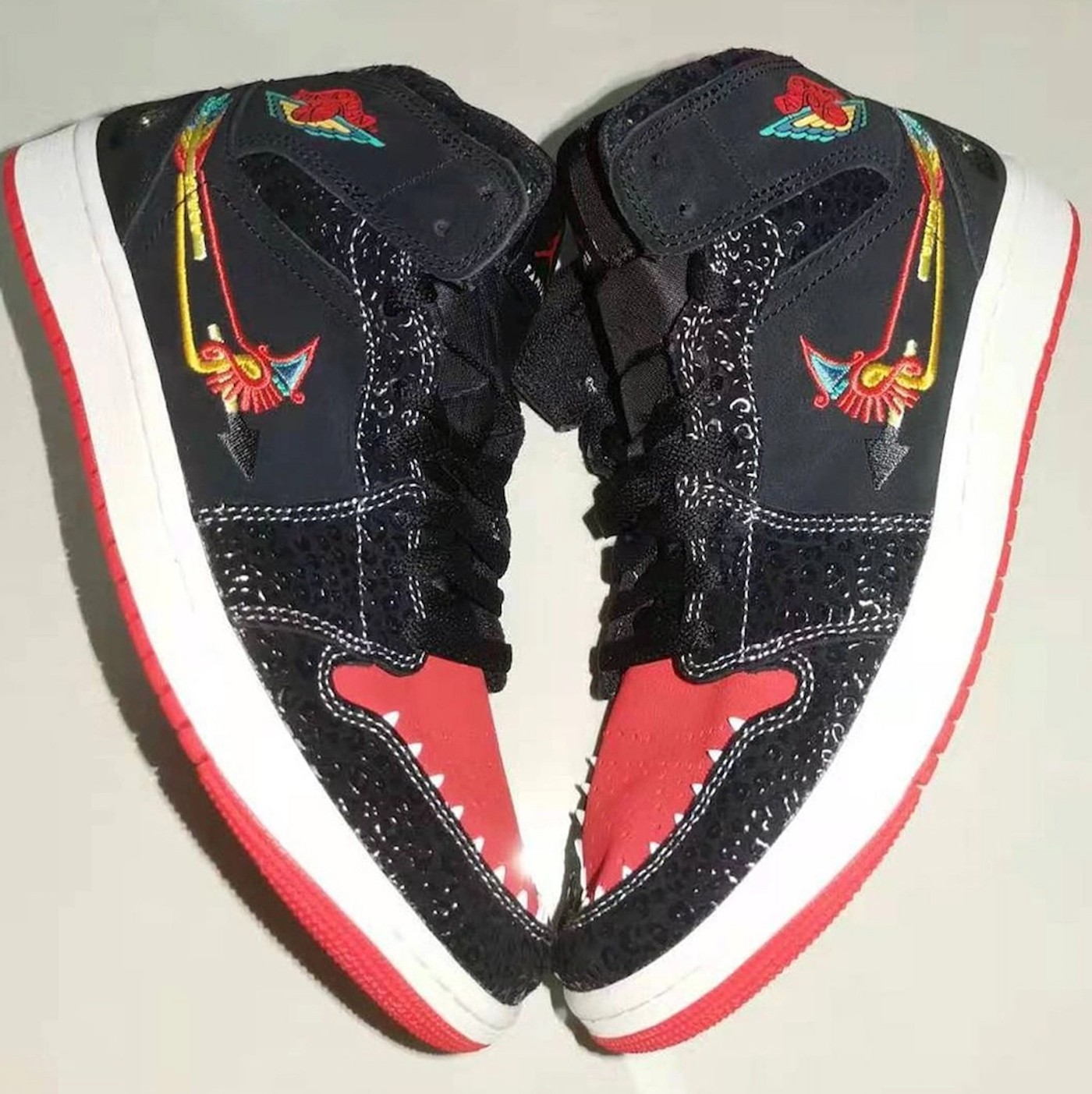 Air Jordan 1 Mid ,AJ1,Familia  亡灵节专属配色!全新 Air Jordan 1 Mid 实物图曝光!