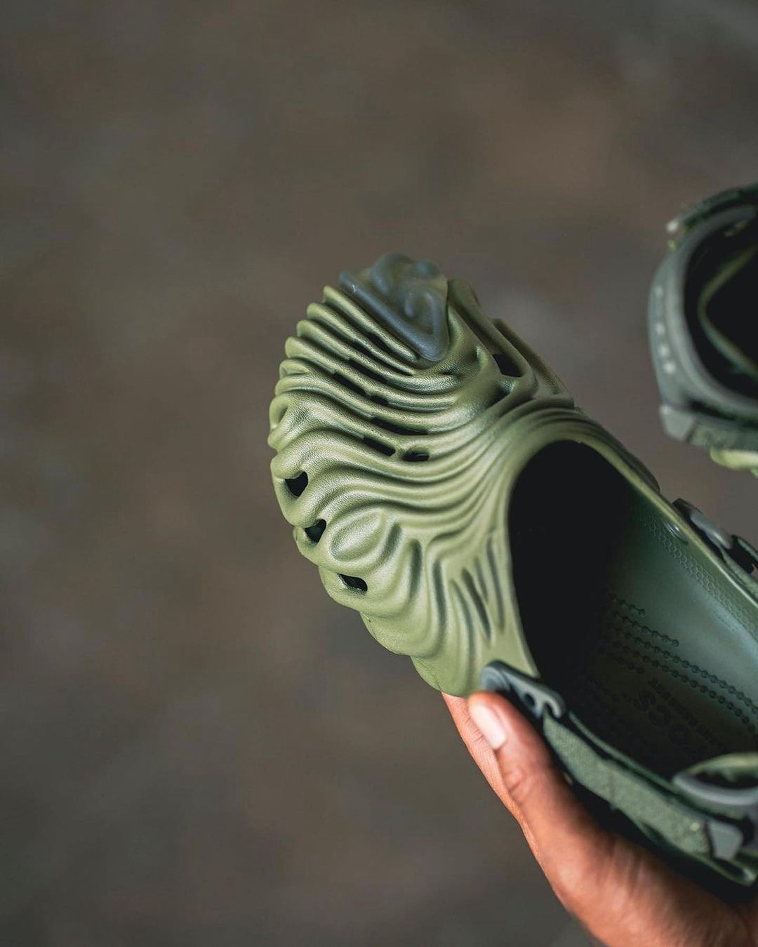 Salehe Bembury,Crocs  看到别说不认识!Crocs「怪异」联名最新实物曝光!