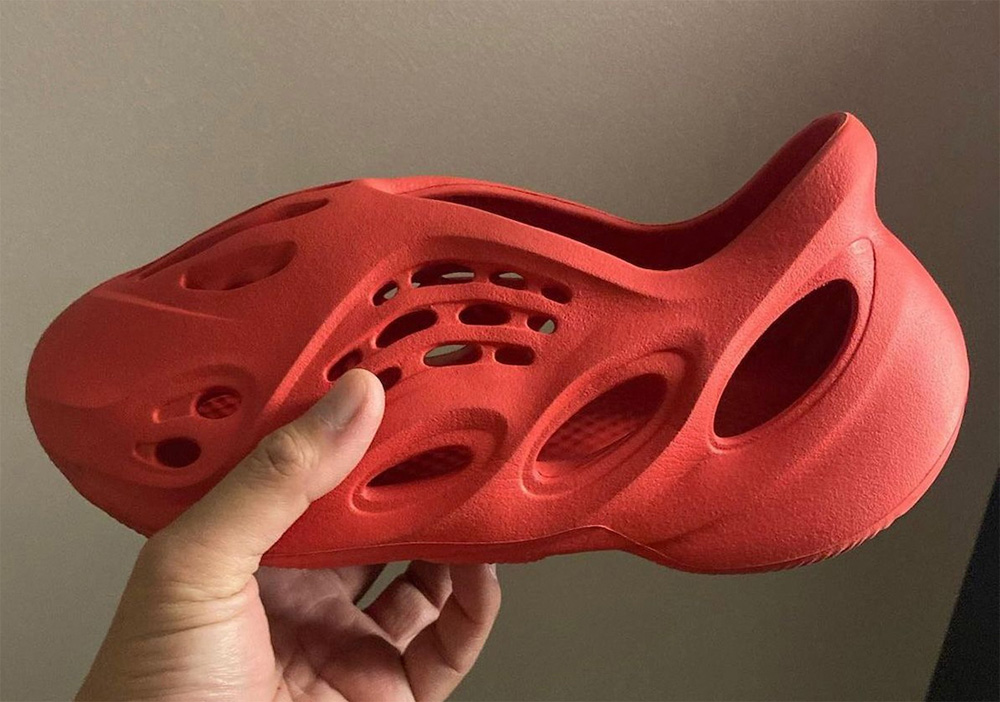 Yeezy,adidas,发售,Foam Runner  红色十月又来了!侃爷亲穿的新「红 Yeezy」下月发售!