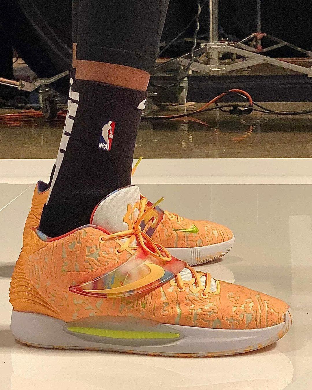 Nike,LeBron 19  詹姆斯亲自上脚!全新「大灌篮」LeBron 19 实物首次曝光!
