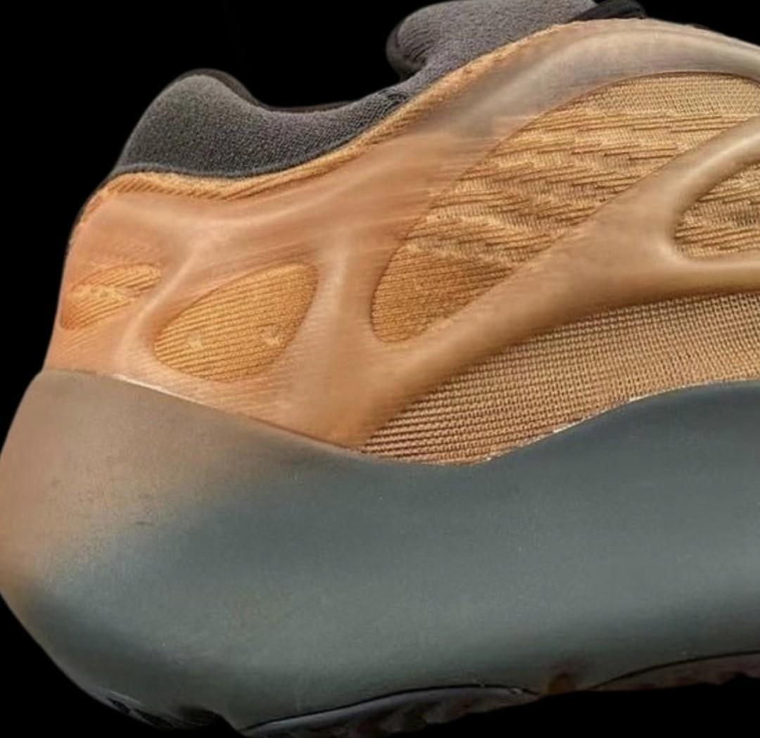 adidas,Yeezy 700 V3,Copper Fad  侃爷又玩「兵马俑」配色?!全新 Yeezy 700 V3 实物首次曝光!