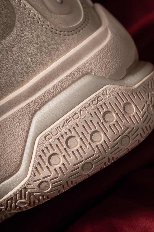 361,最近,361,有,点火,话题,热度,直接,迎来,  这是五百就能买的鞋?!奢华版等了半年才发售!网友:买过一双还想买!