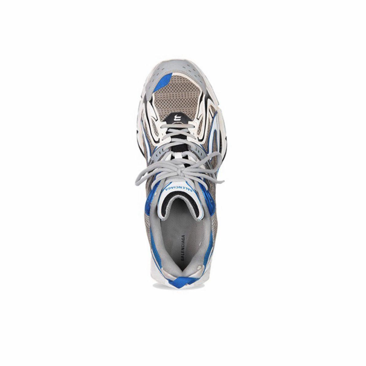 Balenciaga,X-Pander  侃爷没穿 Yeezy,穿了一双「弹簧鞋」!造型过分夸张!