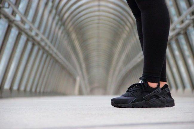 Nike Air Huarache 全黑配色国外现已丢售